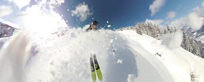 narciarz w puchu